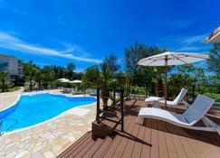 Best Western Okinawa Onna Beach - Onna - Pool