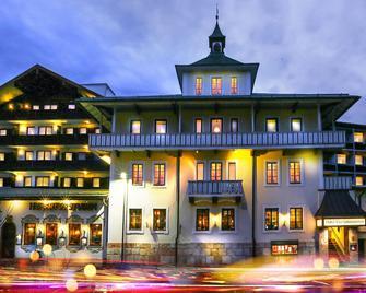 Hotel Vier Jahreszeiten Berchtesgaden - Berchtesgaden - Building