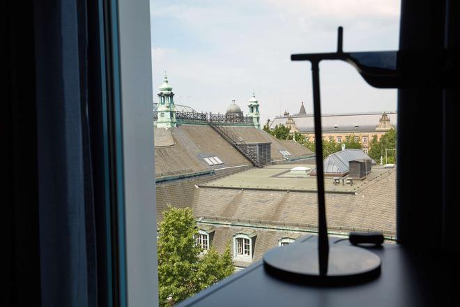 Scandic Hamburg Emporio - Hamburg - Balcony