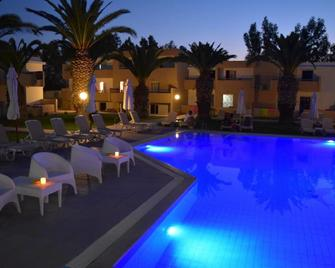 Aslanis Village Hotel - Marmari - Pool