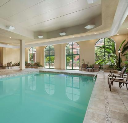 Embassy Suites by Hilton Montgomery Hotel & Conference Ctr - Montgomery - Piscina