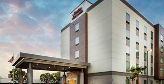 Hampton Inn and Suites Irvine - Orange County Airport, CA - Irvine