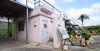 Next Tainment - Hostel - Motobu - Gebäude