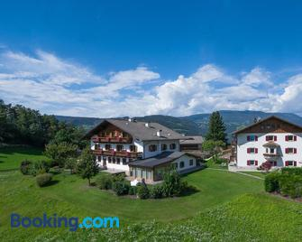 Bed & Breakfast Residence Hubertus - Fiè allo Sciliar/Vols am Schlern - Gebouw