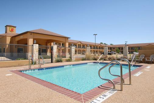 Super 8 by Wyndham Stephenville - Stephenville - Pool