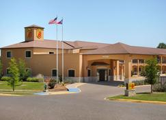 Super 8 by Wyndham Stephenville - Stephenville - Building