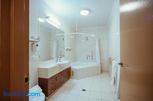 Club Motor Inn - Narrabri - Bathroom