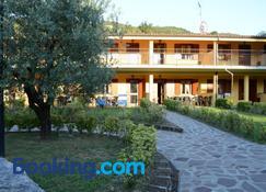 La Perla - Monte Isola - Building