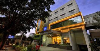 Grand Serela Setiabudhi Hotel Bandung - Bandung - Edifício