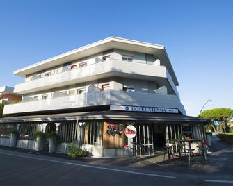 Hotel Vienna - Bibione - Gebäude