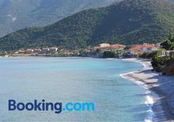 Smyros Resort - Poulithra - Beach