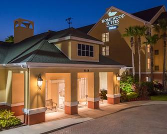 Homewood Suites by Hilton Orlando-UCF Area - Orlando - Building