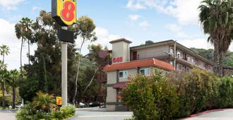 Super 8 by Wyndham San Diego Hotel Circle - San Diego - Building