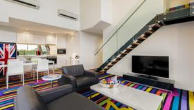 Adge Apartments - Sydney - Living room