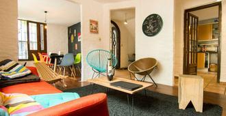 Mediomundo Hostel - Montevideo - Living room