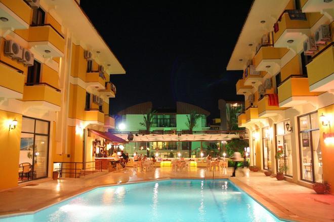 Albano Hotel - Çeşme - Uima-allas