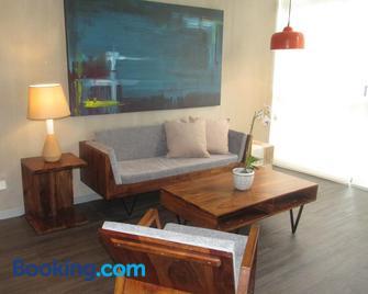 The Train Apartments Santa Ana - Santa Ana - Living room