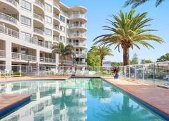 Kirra Beach Apartments - Coolangatta - Pool