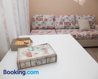 Apartment Retro 8 - Добрич - Living room
