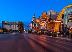 Best Western Plus Casino Royale - Las Vegas - Living room
