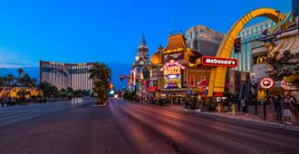 Best Western Plus Casino Royale - Las Vegas - Building