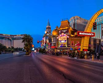 Best Western Plus Casino Royale - Las Vegas - Building