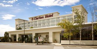 Clarion Hotel Airport - Portland - Building