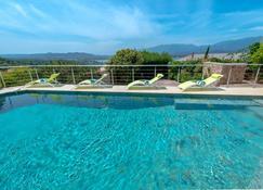 私人酒店 - 韋基奧港 - 韋基奧港 - 游泳池