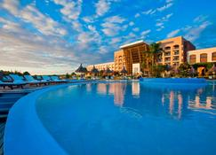 Sheraton Colonia Golf & Spa Resort - Colonia del Sacramento - Piscina