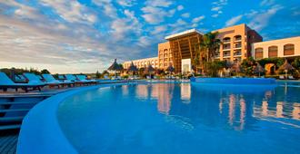 Sheraton Colonia Golf & Spa Resort - Colonia - Πισίνα