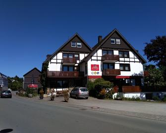 Landhotel Am Schloss - Olsberg - Building