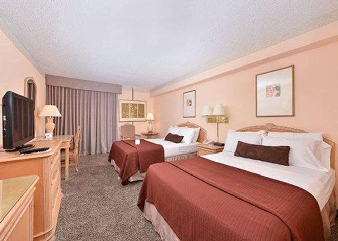 Rodeway Inn - Alamosa - Bedroom