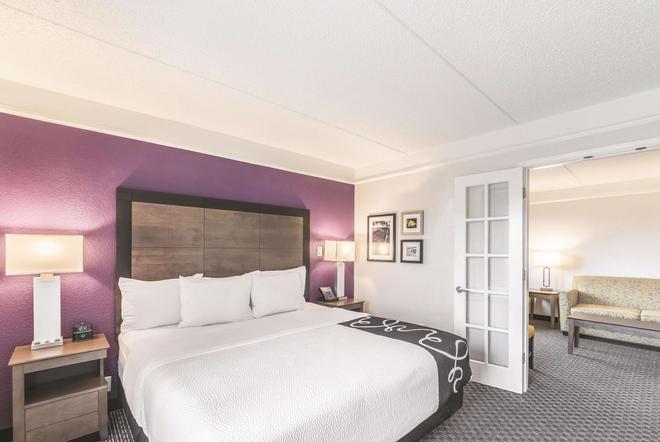 La Quinta Inn & Suites by Wyndham Austin Airport - Austin - Bedroom