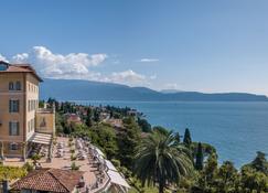 Hotel Villa Del Sogno - Gardone Riviera - Näkymät ulkona
