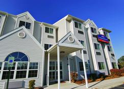 Howard Johnson by Wyndham Elk Grove Village Hotel & Suites - Elk Grove Village - Building