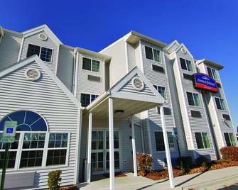 Howard Johnson by Wyndham Elk Grove Village Hotel & Suites - Elk Grove Village - Gebouw