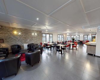 Kyriad Fontenay Tresigny - Fontenay-Trésigny - Sala de estar