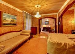 Hotel Majestic - Belgrade - Living room