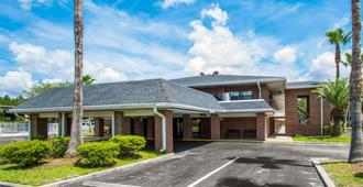 Econo Lodge Jacksonville - ג'קסונוויל