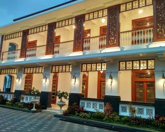 Daroessalam Hotel Syariah - Pasuruan - Gebouw