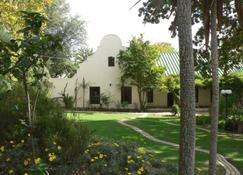 The Country Guesthouse - Somerset West - Outdoor view