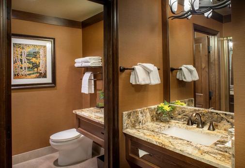Creekside Inn - Bishop - Bathroom