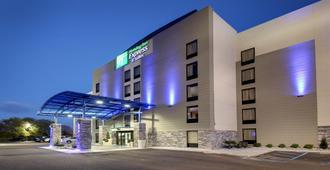 Holiday Inn Express & Suites Jackson Downtown - Coliseum - ג'קסון