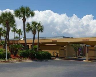 Quality Inn & Suites On The Bay Near Pensacola Beach - Gulf Breeze - Edificio