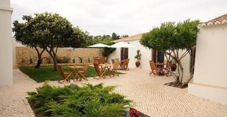 Lost & Found - Guesthouse & Suites - Albufeira - Innenhof