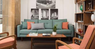 Pensione Hotel Perth - Perth - Living room