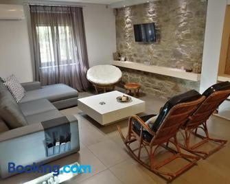 Modern Residence in the Center of Trikala - Trikala - Wohnzimmer