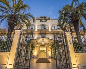 Villa Daphne - Giardini Naxos - Building