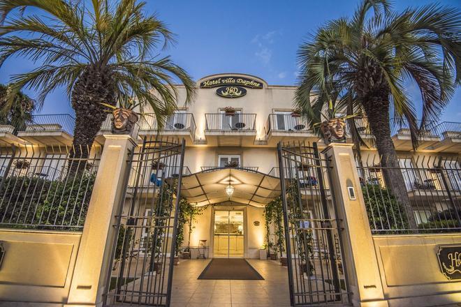 Villa Daphne - Giardini Naxos - Κτίριο