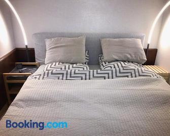 Sroom 118 and 119 in Center - Reutlingen - Bedroom